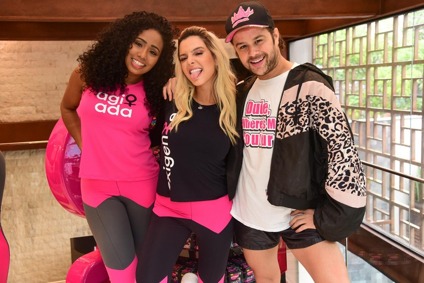 Giovanna Lancelotti, Justin Neto e Aline Azevedo marcam presença em aula de dança