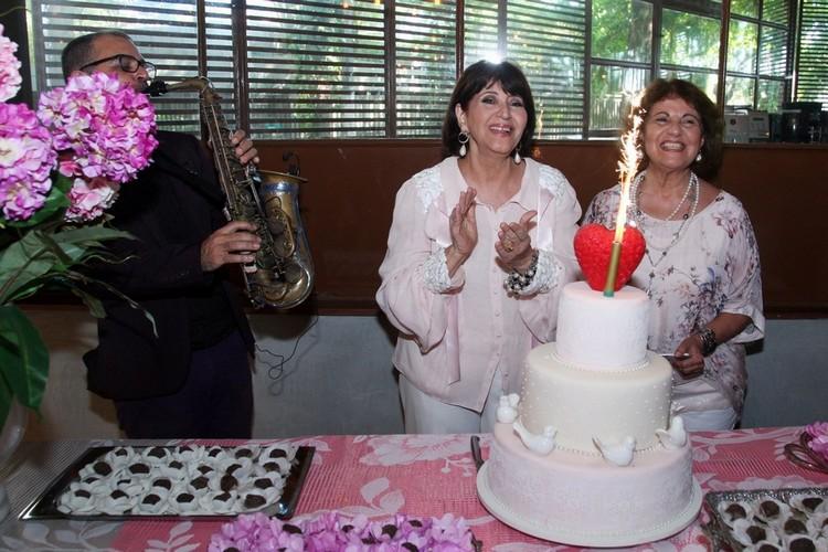 Micheline Thomé comemora aniversário e recebe amigas