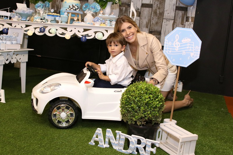 Juliana D'Agostini faz festa de dois anos para o filho André