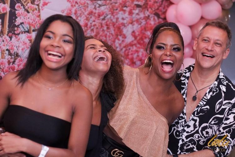 Adriana Bombom festejou aniversário na Lalu Lounge Barra, no Rio