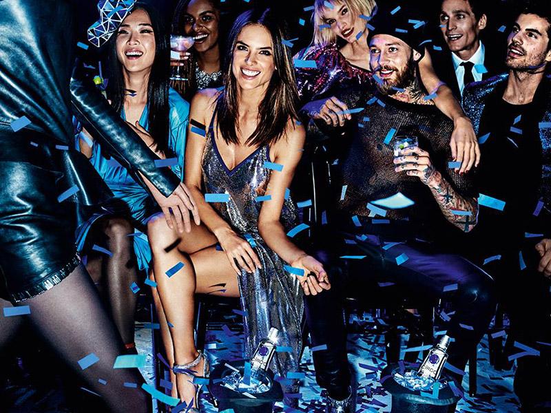 Alessandra Ambrosio e Círoc Luxury Vodka brindam a chegada