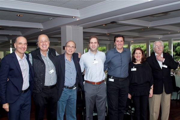 Os primos Basilio Jafet, Flavio Jafet, Raul Jafet, Arthur Jafet, Oscar Moherdaui, Marilyn Jafet e Silvio Bussab, no evento dos 130 anos de imigração