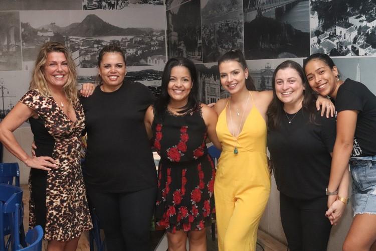 Anne e Monique com Suella Reis, Marina Almeida, Andrea Gorini e Kelly Vieira