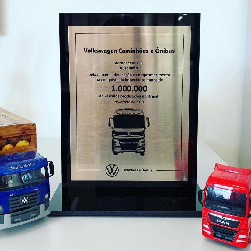 Autobahn Caminhões recebe placa de agradecimento da Volkswagen Caminhões e Ônibus