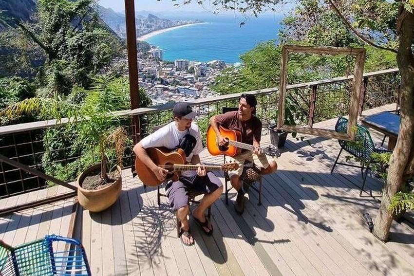 Banda Joá sobe o Morro do Vidigal para gravar vídeos na versão acústica de suas canções