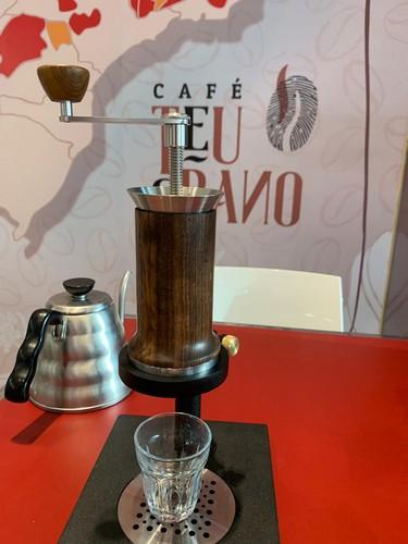 Café espresso sustentável: cafeteira Aram chega à Vitória