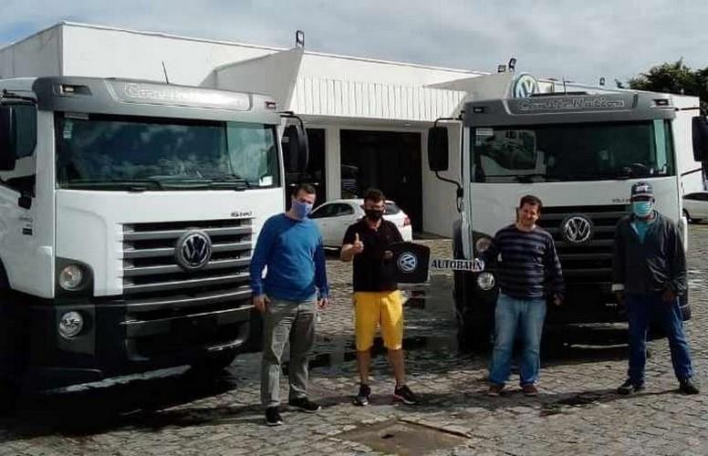 Anderson e Diego Guidette da Autocarga recebendo novos VW 31.330 6x4
