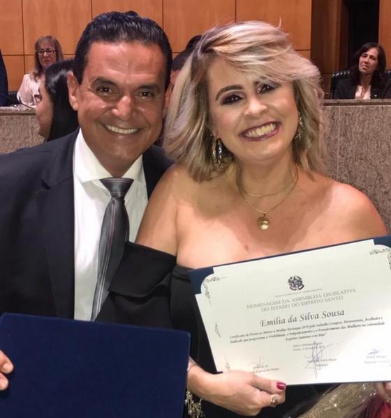Emilia recebendo homenagem na Assembléia Legislativa do ES, do Deputado Torino Marques