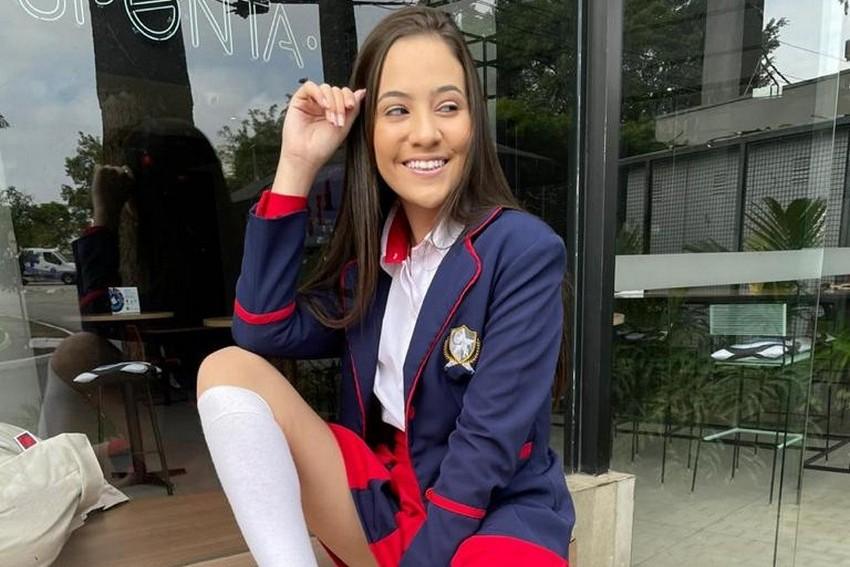 Cantora Julia Pimentel na nova série da Rede TV, Caminhos da Fama