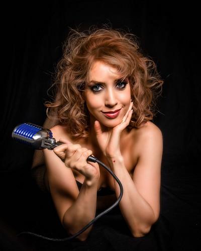 Kiara Sasso apresenta edição especial do show Silhuetas