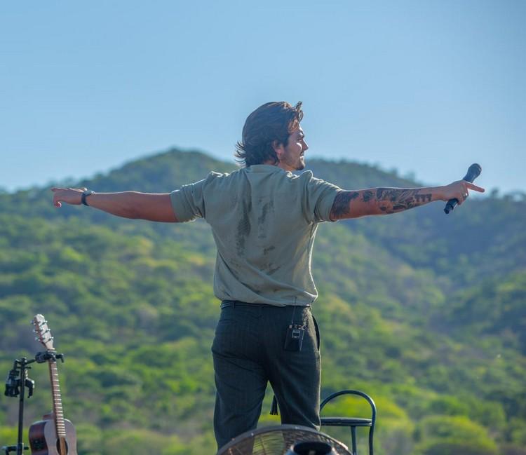 Luan Santana faz live histórica no pantanal