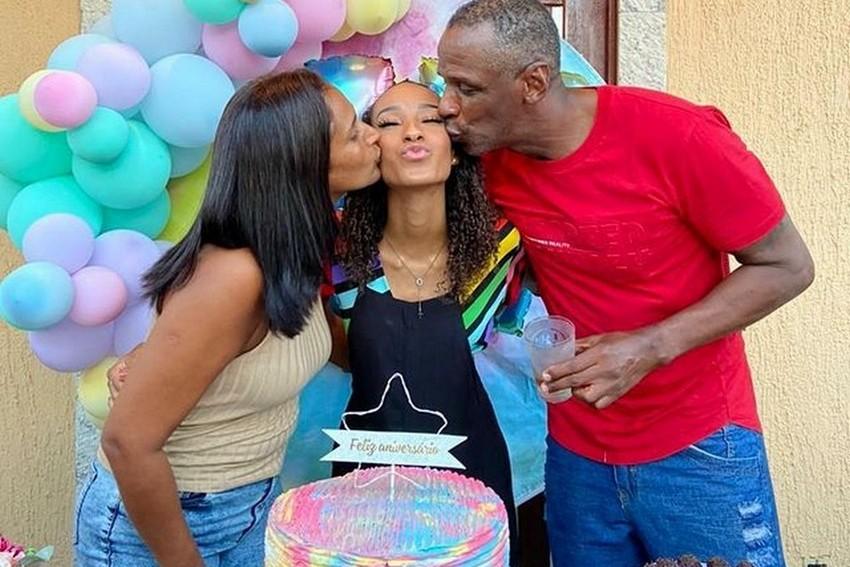 Robson Caetano comemora o aniversário de 17 anos da filha Luiza