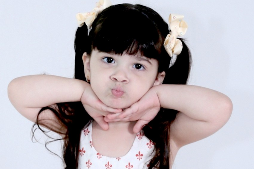 Youtuber mirim Maria Flor faz sucesso com vídeos de sua rotina