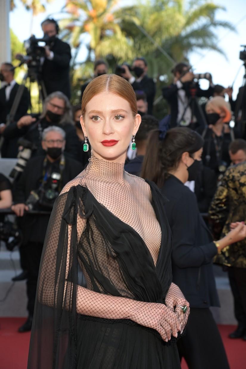 Marina Ruy Barbosa brilha no tapete vermelho de Cannes