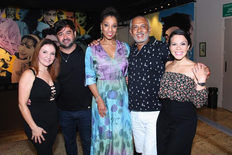 Maximiliana Reis, Alessandro Anes, Adriana Lessa, Jo Santana e Cacau Melo