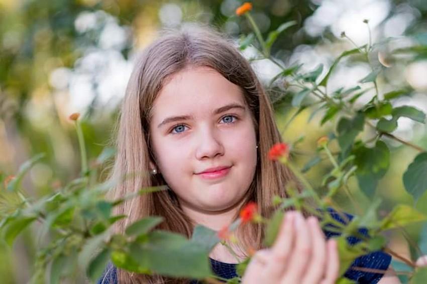 Melissa Mellvee, de 13 anos, é destaque nos jornais gaúchos com o lançamento de seu primeiro livro