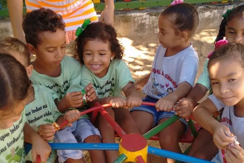 Natal solidário para crianças de Terra Vermelha