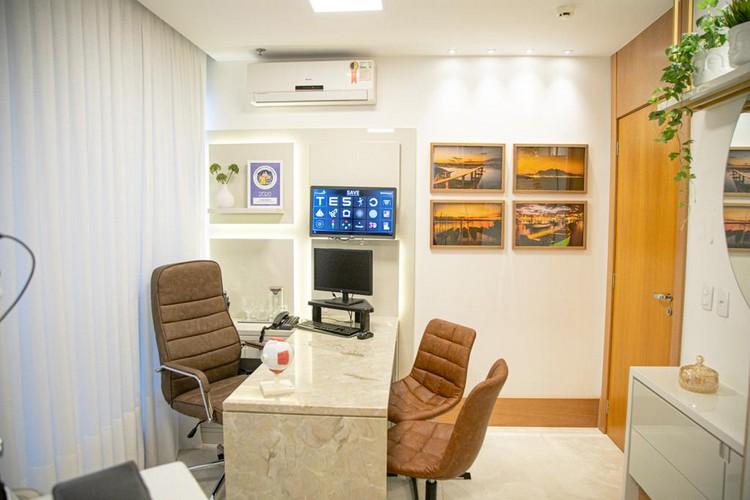 Amplo consultório com equipamentos de ponta e as mais recentes inovações do segmento de saúde