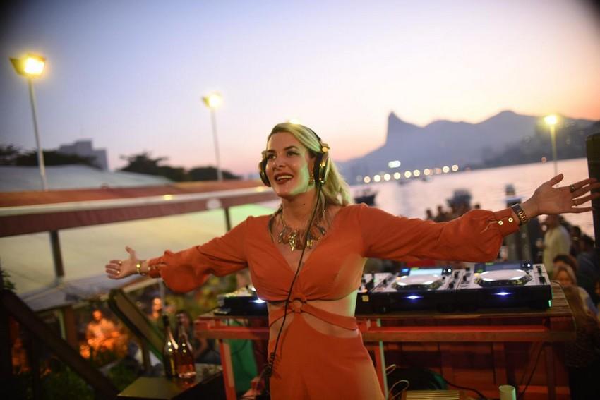 Réveillon no Flutuante Rio tem Prislla agitando as comemorações de fim de ano