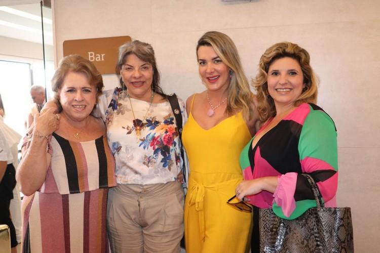 Regina Celia Pereira, Rose May, Prislla e Tay Ruiz