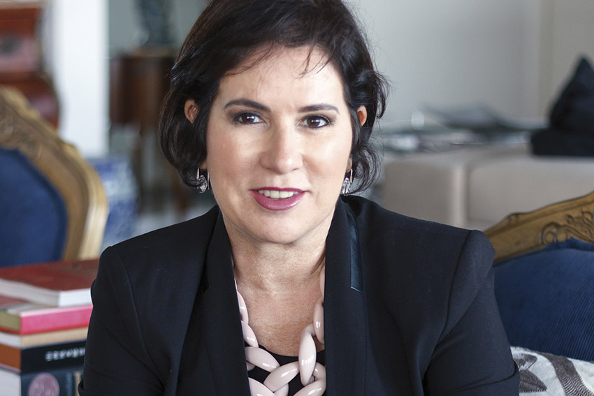 Rita Mamede lança o livro Mulher, pelo Instituto Nação de Valor