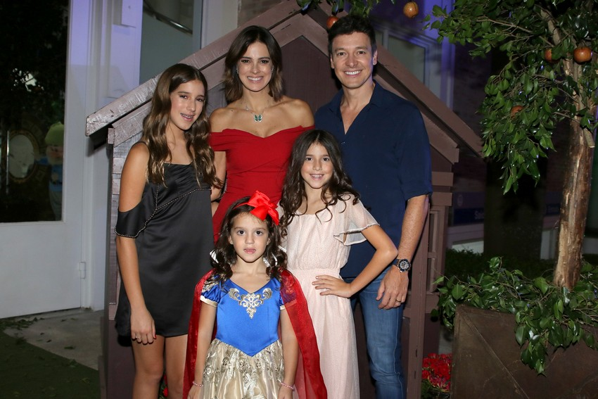 Vera Viel e Rodrigo Faro comemoram os 5 anos da caçula Helena