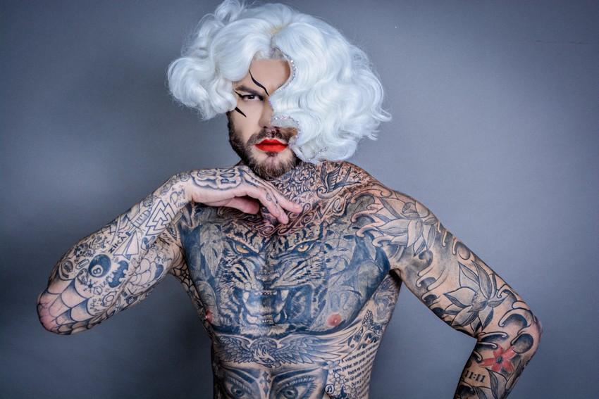 Thiago Molina, quebrando paradigmas e pregando diversidade de beleza