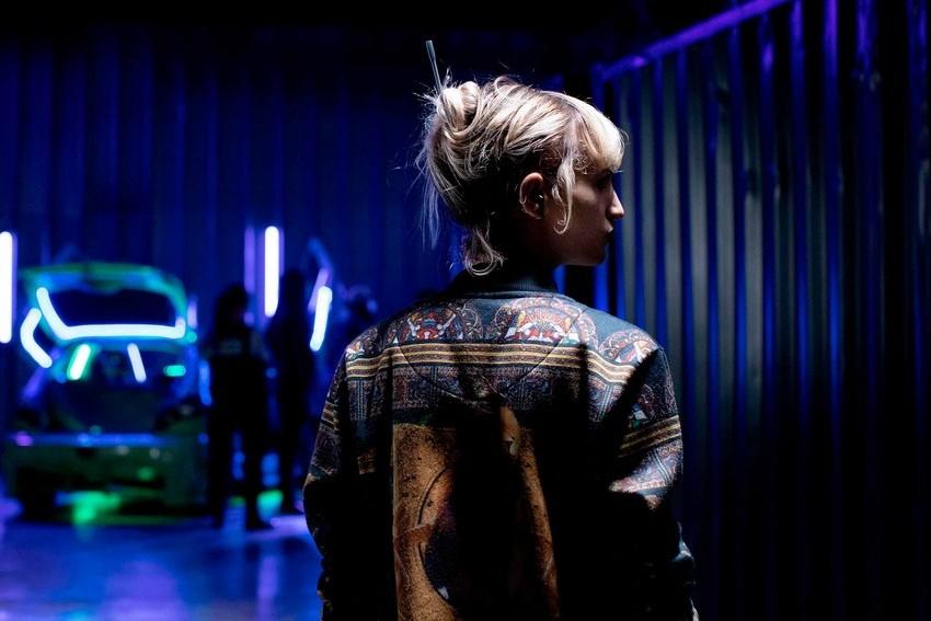 Titane vence Palma de Ouro em Cannes e chegará à MUBI Brasil