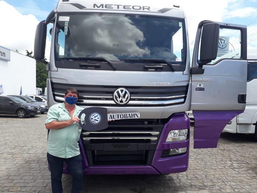 Todacarga Transportes recebe a chave do primeiro VW Meteor do Espírito Santo