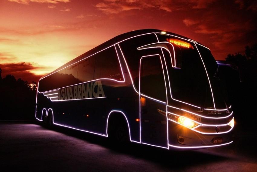 Ônibus da Viação Águia Branca transporta magia do Natal a quase 100 cidades do país