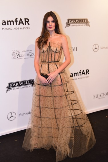Camila Queiroz, por Le Lis Blanc por Helo Rocha e joias Tiffany & Co.