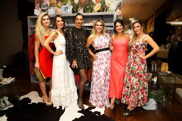 Casa Miracolli recebe famosos para inauguração da joalheria de Adriana Scarpelli