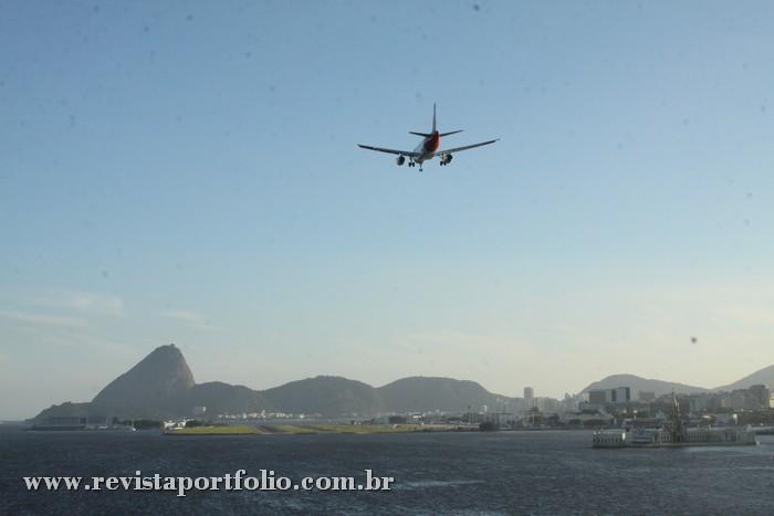 Na saída, o visual da pista do Aeroporto Santos Dumont