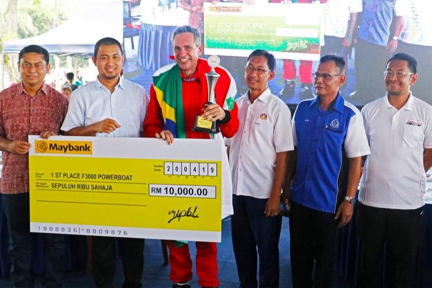 Piloto brasileiro Lebos Chaguri domina GP da F 3000 Powerboat da Malásia