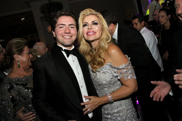 John John com a mãe Giovanna Haruvi