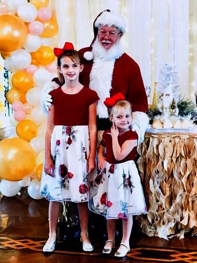 Giulliana Marília e Rachel Gisele Marilia com o Papai Noel