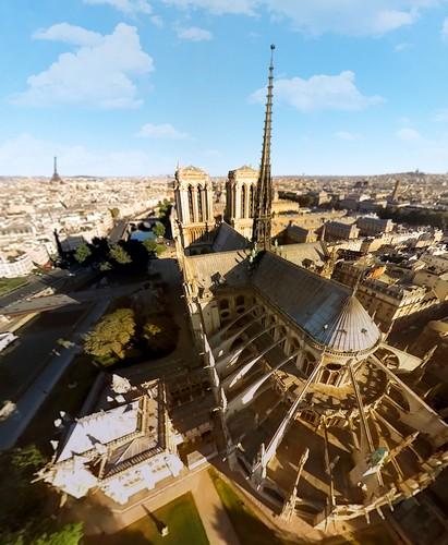 Voando sobre os monumentos de Paris