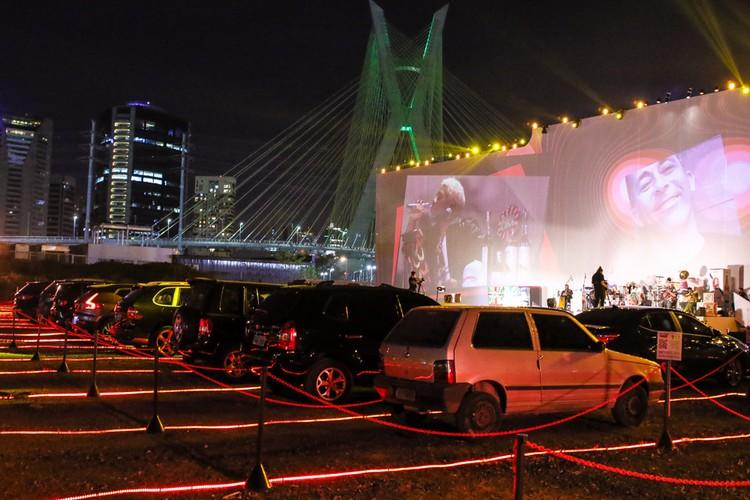 Ivo Meirelles realiza primeiro show no Arena Estaiada Drive-In