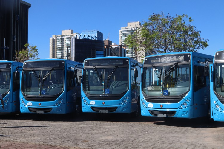 Autobahn Caminhões e ônibus realiza primeira entrega da primeira etapa da nova frota do Transcol